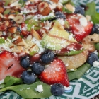 [Recipe] Grilled Chicken and Spinach Salad with Berries, Avocado, Feta, and Green Onions