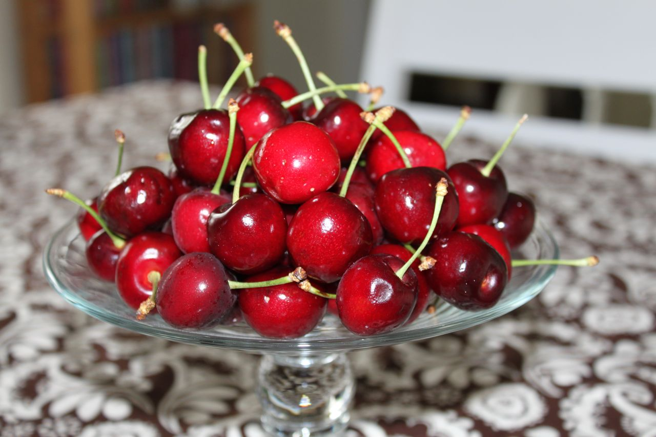 Recipe] Boozy Bourbon Soaked Cherries | The Frilly Apron